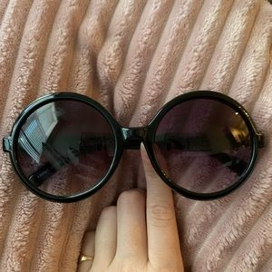 Plain round sunglasses